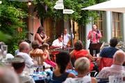 Die Band Amal spielt im Garten des «Löwen» Zigeunermusik aus dem Balkan. (Bild: Manuel Nagel)