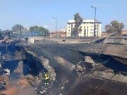 Nach der Explosion des Lastwagens und den Folgefeuern: Eingestürzte Fahrbahn der Autobahn bei Bologna. (Bild: KEYSTONE/EPA POLIZIA DI STATO/POLIZIA DI STATO HANDOUT)