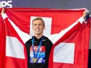 Jérémy Desplanches, Europameister über 200 m Lagen, nach der Medaillenzeremonie in Glasgow (Bild: KEYSTONE/EPA/PATRICK B. KRAEMER)