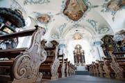 In den Bänken der Chamer Pfarrkirche St.Jakob ist man von viel Schönem umgeben.