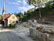 Nur noch Mauerreste und Kies erinnern an das einst geschützte Bauobjekt. (Bild: Andrea Häusler)