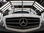 Dank der hohen Nachfrage nach Geländewagen hat der deutsche Autokonzern Daimler in den ersten sieben Monaten einen Höchstwert beim Absatz erzielt. (Bild: KEYSTONE/AP/MICHAEL SOHN)
