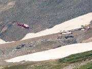 Die Bergungsarbeiten nach dem Absturz der historischen Ju-52 am Piz Segnas bei Flims GR sind in vollem Gang. Voraussichtlich werden sie nicht vor Dienstagabend abgeschlossen sein. (Bild: KEYSTONE/EPA KEYSTONE/ENNIO LEANZA)