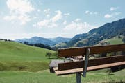 Diese Aussicht auf die Hügellandschaft lädt zum Ausruhen und entspannen ein. (Bild: Urs M. Hemm)