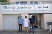 Von links: Felix Baumgartner (Fachstelle Integration), Stadtpräsidentin Susanne Hartmann und Quartiertreffleiter Dominique Tschannen. (Bild: Claudio Weder)