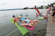 Ein Wettkampf der besonderen Art: Das Zuger Schwimmfest bereits zum 22. Mal statt. (Bild: Roger Zbinden (Zug, 12. August 2017))