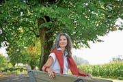 Yvette Estermann geniesst die Aussicht beim Schulhaus Gabeldingen am Sonnenberg. (Bild: Corinne Glanzmann; Kriens, 3.August 2018))