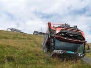 Aus diesem umgekippten landwirtschaftlichen Fahrzeug am Rigi-Kulm konnte am Dienstag der Fahrer nur noch tot geborgen werden. (Bild: Kantonspolizei Schwyz)