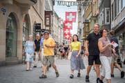 Touristen aus Fernost in der Multergasse. (Bild: Urs Bucher)