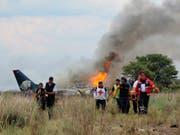 Den Flugzeugunfall im mexikanischen Bundesstaat Durango Ende Juli überlebten alle 103 Menschen an Bord. Dutzende Passagiere wurden verletzt, einige schwer. (Bild: KEYSTONE/AP Red Cross Durango)