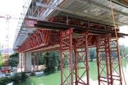 Ein grosser Teil der Arbeiten erfolgt derzeit unter der Fahrbahnkonstruktion. Ein Kernstück der Sanierung ist der Ersatz der Gerbergelenke. (Bilder: Hans Suter)