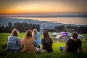 Die Sur-le-lac-Bühne mit Aussicht auf den Bodensee. Bild: Urs Bucher (2016)