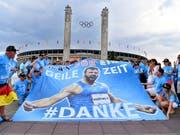 Die Fans danken Robert Harting (Bild: KEYSTONE/WALTER BIERI)