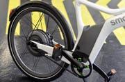 Die E-Bikefahrerin ist auf der Unfallstelle verstorben. (Symbolbild: Keystone)