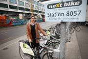 Die damalige Luzerner Stadträtin Ursula Stämmer (SP) bei der Einführung von Nextbike in Luzern. (Bild: Manuela Jans-Koch, 6. Mai 2010)