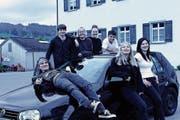 Von links: Mattia Messmer, Benjamin Egli, Corinne Bischof, Natascha Gmür, Michael Egli, Johanna Gubler und Jacqueline Schlegel bilden die Band Pickaback. (Bild: PD)