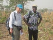 Essodinam Alitiloh (rechts) mit Peter Lohrer, Mitglied des Vereins Swiss Education and Employment in Kara (Togo). (Bild: PD)