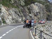 Unfall auf der Passfahrt: Bei einem Überholmanöver in Wassen UR verletzen sich zwei Personen, die auf einem Töff unterwegs waren. (Bild: Kantonspolizei Uri)