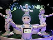 Roboter als Spielgefährten und Babysitter: der iPal soll berufstätige Eltern entlasten. (Bild: KEYSTONE/AP/JAE C. HONG)