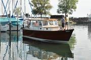 Familie Huser geniesst die erste Fahrt auf ihrem Schiff. Bild: (Lara Jörgl)