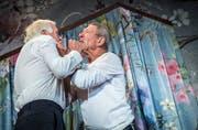 Trotz aller Komik geben Walter Andreas Müller (links) und Hans-Rudolf Spühler der Tragik ihrer Figuren Raum. (Bild: Tagblatt/Andrea Stalder)