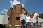 Ende August können Hanspeter Wolfisberg, Brigit von Flüe und Walter Küchler (von links) den Abschluss der Renovation der Kirche Maria Himmelfahrt feiern. (Bild: Bild:)