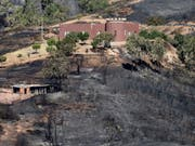 Die Waldbrände an der Algarve im Süden Portugals haben bereits 21'000 Hektar Pinien- und Eukalyptus-Wälder zerstört. (Bild: KEYSTONE/EPA LUSA/LUIS FORRA)