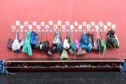 Kleider und Turnbeutel: Am 13. und am 20. August startet in den meisten Zentralschweizer Gemeinden das neue Schuljahr. (Symbolbild: Keystone/Anthony Anex)