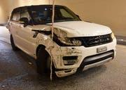 Das Auto kollidierte mit beiden Tunnelseiten. (Bild: Kantonspolizei Nidwalden, (Hergiswil, 8. August 2018))
