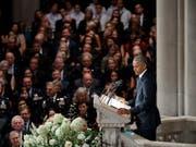 Die früheren US-Präsidenten Obama und Bush waren auf persönlichen Wunsch McCains als Trauerredner zu der Zeremonie geladen worden. Nicht eingeladen war dagegen US-Präsident Trump. (Bild: KEYSTONE/EPA/SHAWN THEW)