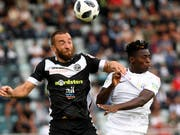 Lugano (Mijat Maric, links) schwingt gegen den FC Zürich (Stephen Odey) obenaus (Bild: KEYSTONE/TI-PRESS/SAMUEL GOLAY)