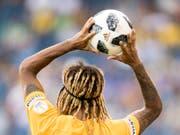 Ab heute wirft Kevin Mbabu den Ball wieder in der Schweiz ein (Bild: KEYSTONE/URS FLUEELER)