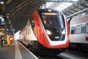 """Der neue SBB-Doppelstockzug """"St. Gallen"""" an der offiziellen Einweihung des neu gestalteten Bahnhofs. (Bild: KEYSTONE/Gian Ehrenzeller)"""