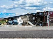 Die Zahl der Todesopfer bei einem Unfall mit einem Greyhound-Bus in den USA ist auf acht gestiegen. (Bild: KEYSTONE/AP Gallup Independent/BRANDON N. SANCHEZ)