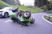 Der Quadfahrer geriet aus noch unbekannten Gründen auf die Gegenfahrbahn. (Bild: PD/Kantonspolizei Obwalden)