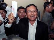 Der Führer der Opposition in Kambodscha, Kem Sokha, ist am Montag überraschend aus einer umstrittenen Haft entlassen worden. (Bild: KEYSTONE/AP/HENG SINITH)