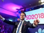 Der Spitzenkandidat der Schwedendemokraten, Jimmie Åkesson, betonte am Sonntagabend, seine Partei sei bereit, mit allen zu verhandeln. (Bild: KEYSTONE/EPA TT NEWS AGENCY/ANDERS WIKLUND)