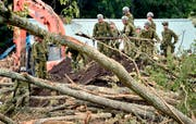 Japan's Armee räumt nach einem Erdbeben in Atsuma, Hokkaido in Japan auf. (Bild: Yu Nakajima/Kyodo News via AP)