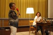 Roxy-Präsidentin Vreni Schwawalder im Gespräch mit der Schriftstellerin Milena Moser. (Bild: Markus Bösch)