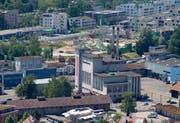 Blick auf das Areal der ehemaligen Cham Paper Group in Cham, das in den nächsten Jahren in ein Wohnquartier umgebaut werden soll. (Bild: Stefan Kaiser)