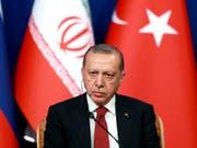 «Die ganze Welt wird den Preis dafür zahlen müssen»: der türkische Präsident Recep Tayyip Erdogan warnt vor einer syrischen Offensive auf die Rebellen-Enklave Idlib. (Bild: KEYSTONE/AP/EBRAHIM NOROOZI)