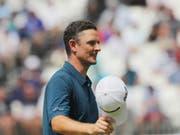 Justin Rose empfängt als neue Nummer 1 den Lohn für sein beständiges Golf (Bild: KEYSTONE/AP The Philadelphia Inquirer/DAVID SWANSON)