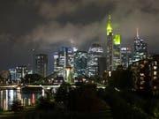 Sorgen an den europäischen Kapitalmärkten vor einem «harten» Brexit ohne Anschlussabkommen, im Bild die Skyline von Frankfurt. (Bild: KEYSTONE/PETER KLAUNZER)