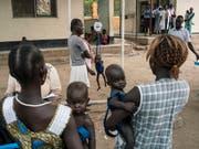 Weltweit leiden 151 Millionen Kinder wegen Unterernährung an Wachstumsstörungen. (Bild: KEYSTONE/AP UNICEF/MACKENZIE KNOWLES-COURSIN)