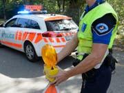 Bei einer Kollision mit einem Tram ist in Thonex GE ein Fussgänger ums Leben gekommen. (Bild: Keystone/MARTIAL TREZZINI)
