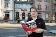 René Windlin vor dem Restaurant Bären, wo der Gewerkschaftsbund des Kantons Zug gegründet wurde. (Bild: Daniel Frischherz (10. September 2018))