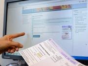 Der Nationalrat will die weitere Entwicklung des E-Votings nicht blockieren. Er hat parlamentarische Vorstösse abgelehnt, die das forderten. (Bild: KEYSTONE/MARTIAL TREZZINI)