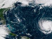 Ein Satellitenbild der US-Klimabehörde NOAA zeigt Hurrikan «Florence» vor der Ostküste der USA. (Bild: KEYSTONE/AP NOAA)
