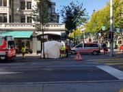 An der Pilatusstrasse brach ein Passant zusammen und starb. (Bild: Simon Mathis)