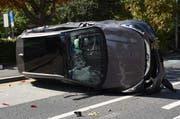 Das Auto war auf die Seite gekippt. (Bild: Luzerner Polizei)